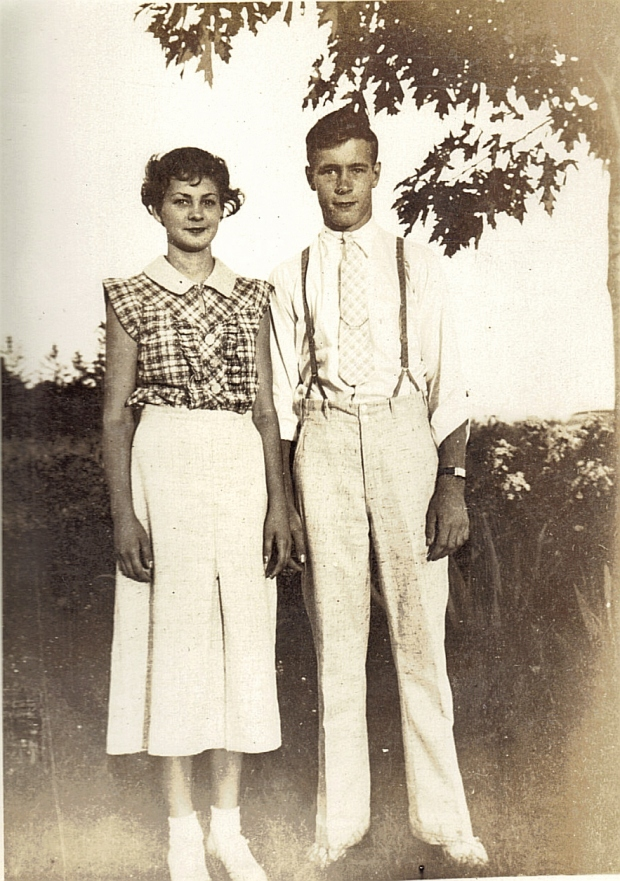 Early Fashionable Couple in Summer Attire